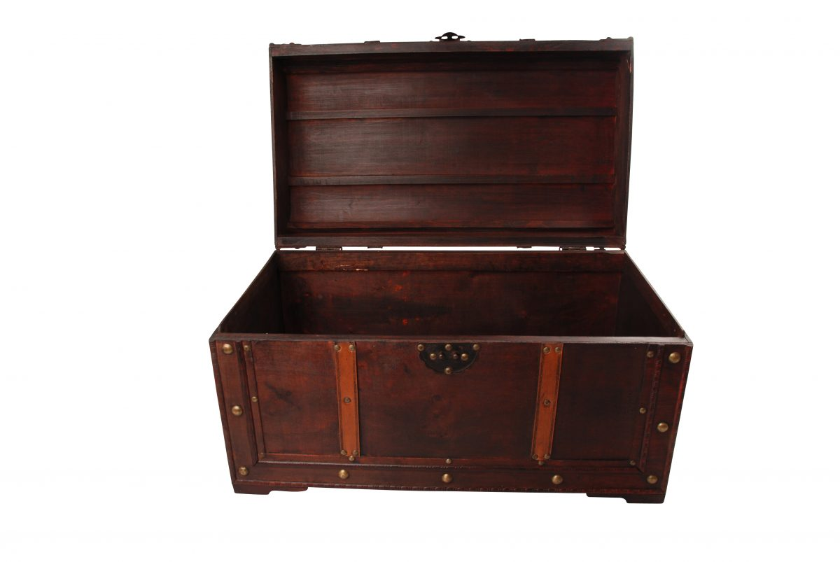 Colonial Chest with Leather Starps